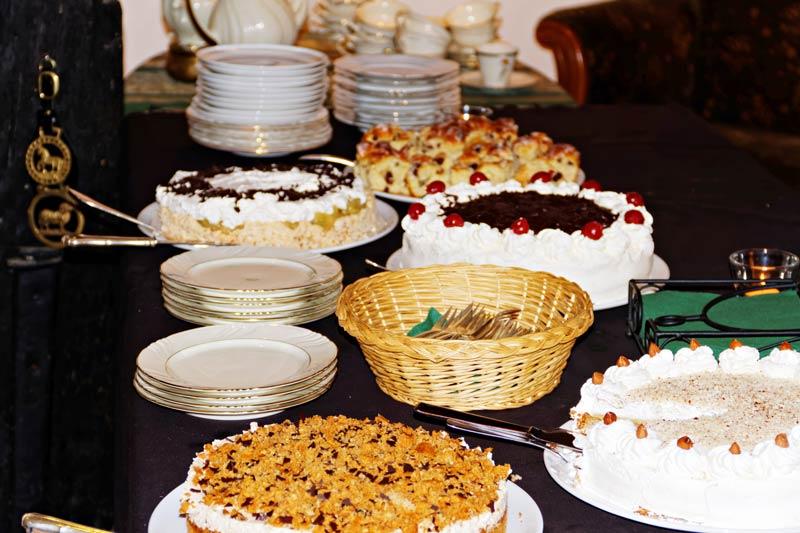 Reiche Auswahl an selbstgebackenen Kuchen und Torten